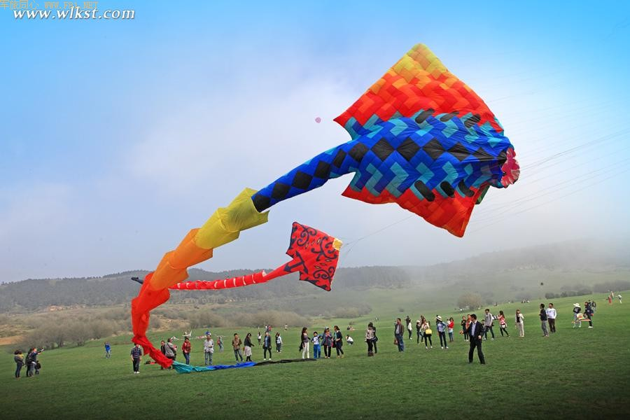 重庆武隆仙女山玩风筝高清图